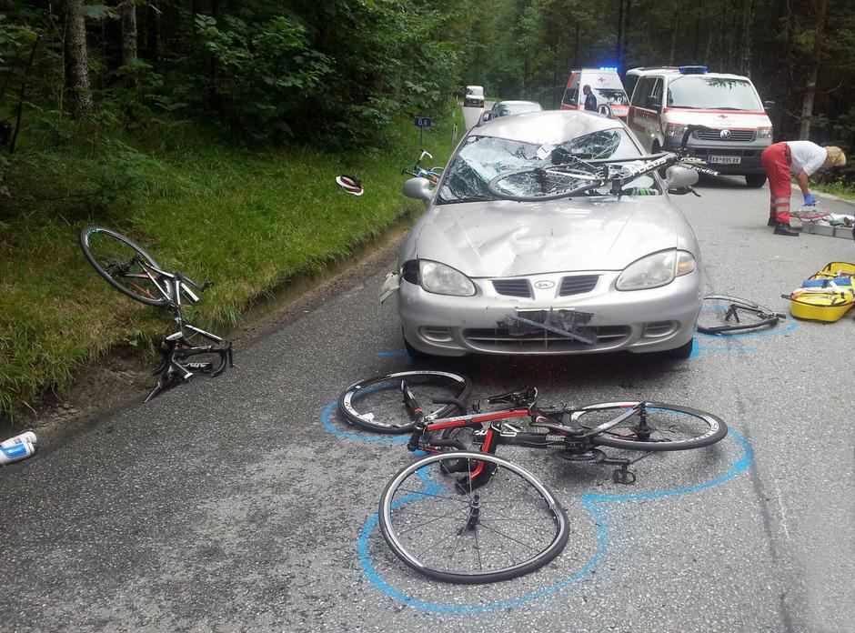 Immer wieder kommt es zu schweren Unfällen zwischen Radfahrern und Autofahrern. (Symbolbild)