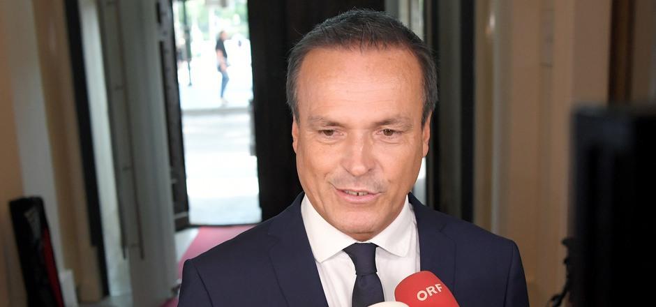 Finanzminister Eduard Müller sagt den Beamten Gespräche zu.