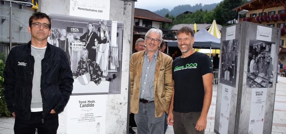 "Dorfausstellung ""Made in Fieberbrunn"": Projektleiter Manfred Fuschlberger, Vize-BM Wolfgang Schwaiger und Fotograf Mike Jöbstl (v.l.)."