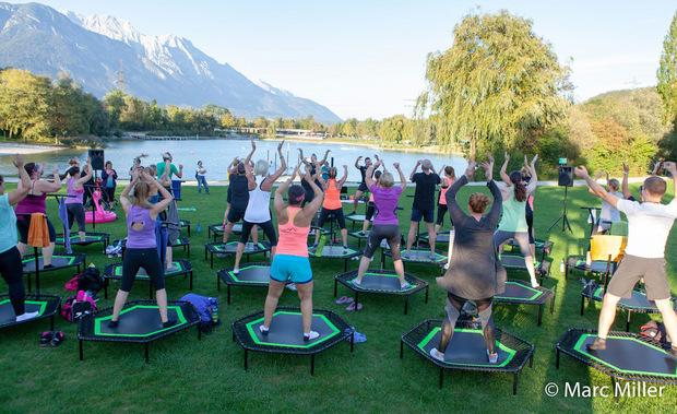 """""""Jumping Fitness""""-Open-Air: Fünf Stunden lang wird am Samstag am Baggersee für den guten Zweck geschwitzt."""