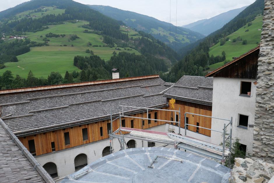 Die Gastronomie- und Hotelbereiche sind fertig gedeckt, die Fassaden beinahe fertig gestellt.