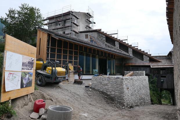 Vom Burgtor unten rechts gelangt man in das neu errichtete Besucherzentrum.