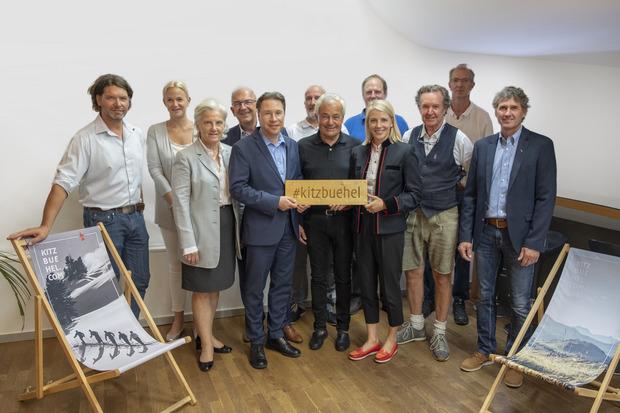 Aufsichtsräte von Kitzbühel Tourismus mit Präsidentin Signe Reisch (3.v.l.) und Geschäftsführerin Viktoria Veider-Walser (4.v.r.).