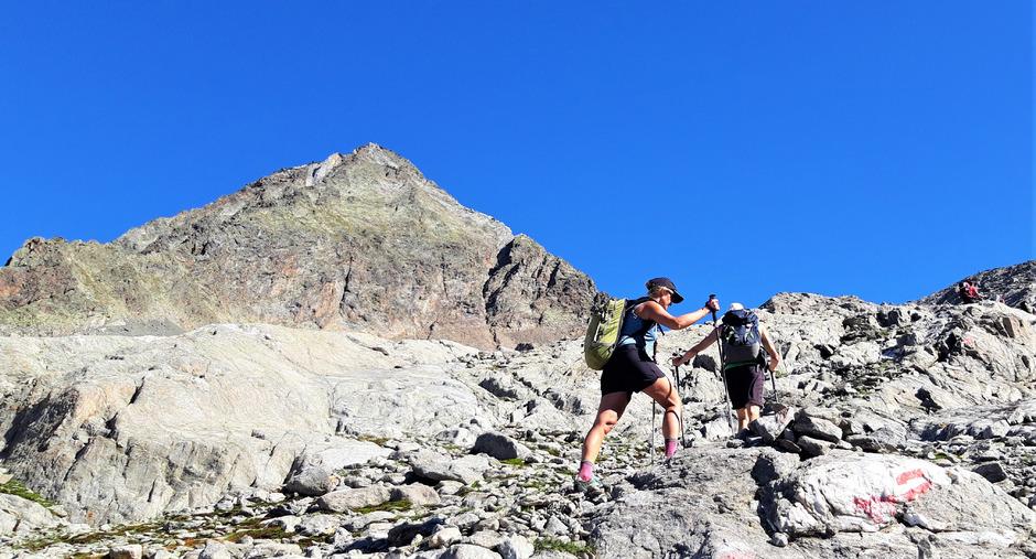 Ab der Lienzer Hütte beginnt das Abenteuer Glödis so richtig, rechts über den Grat erfolgt der Aufsteig zum Gipfel.