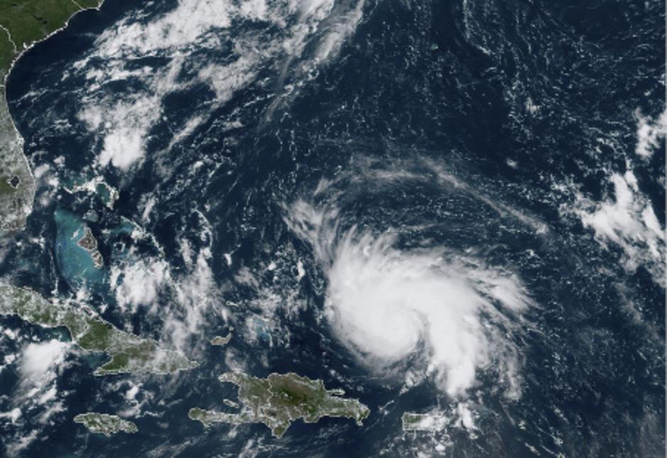 Das Zentrum des Hurrikans steuert derzeit aus der Karibik kommend langsam auf die US-Küste zu.