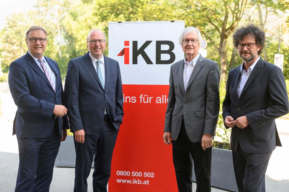 Geburtstagsfoto: Der IKB-Vorstand (von links) mit Thomas Gasser, Helmuth Müller und Thomas Pühringer sowie Aufsichtsratsvorsitzendem Manfried Gantner (2.v.r.).