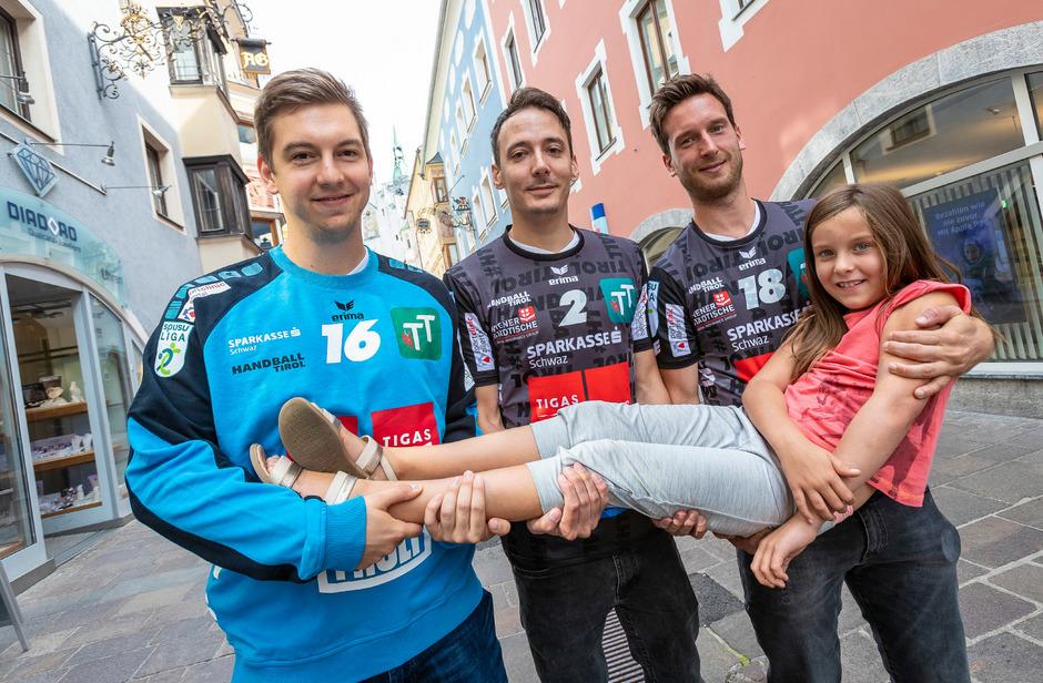 Florian Deifl (l.), Alex Wanitschek (M.) und Richard Wöss (mit Tochter Lena) freuen sich auf den Auftakt.