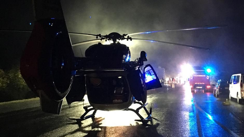 Schwerer Unfall vor wenigen Tagen auf der B179: Der RK2 war trotz Dunkelheit rasch vor Ort und brachte intensivmedizinische Hilfe.