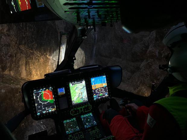 Einsatz Donnerstagabend rund um die Ehrwalder Sonnenspitze: Die Mannschaft leuchtete die Felswände nach etwaigen verstiegenen Personen aus (l.).