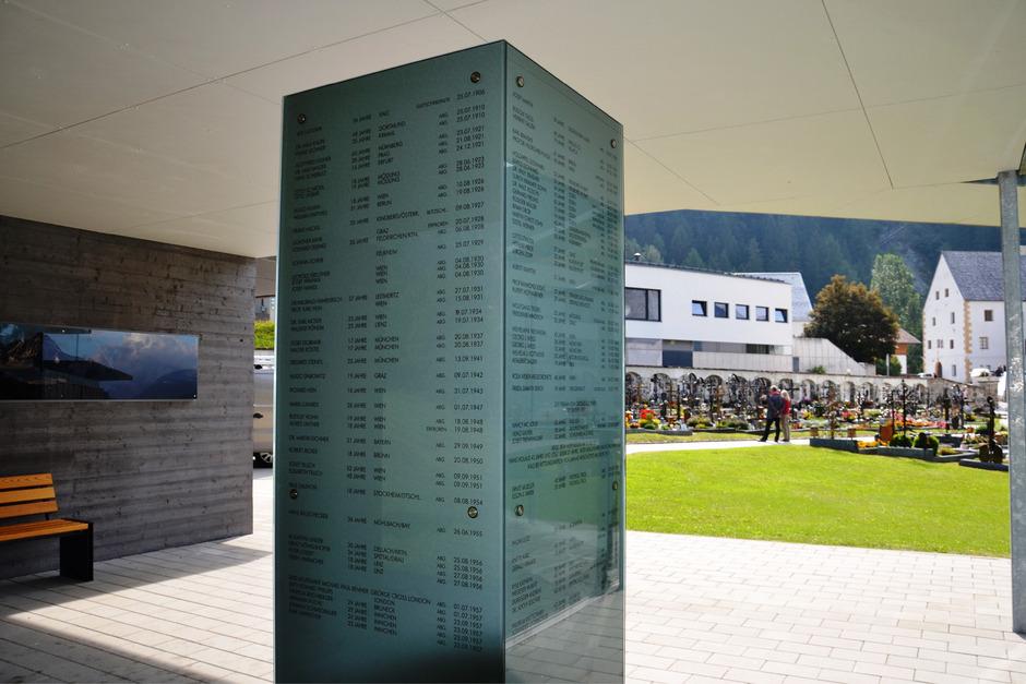 Am Kalser Friedhof gibt es schon seit dem 19. Jahrhundert eine Gedenkstätte für Menschen, die am Berg ihr Leben ließen.