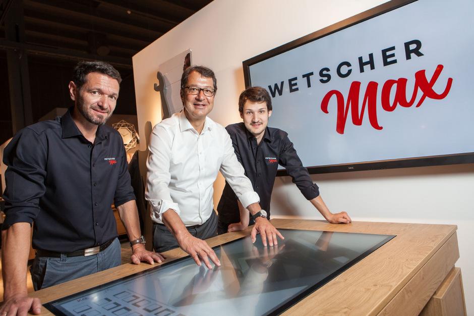 Vor der Eröffnung (v.l.): Geschäftsleiter Klaus Schweiger, Firmenchef Martin Wetscher sowie Namens- und Ideengeber Maximilian Wetscher.