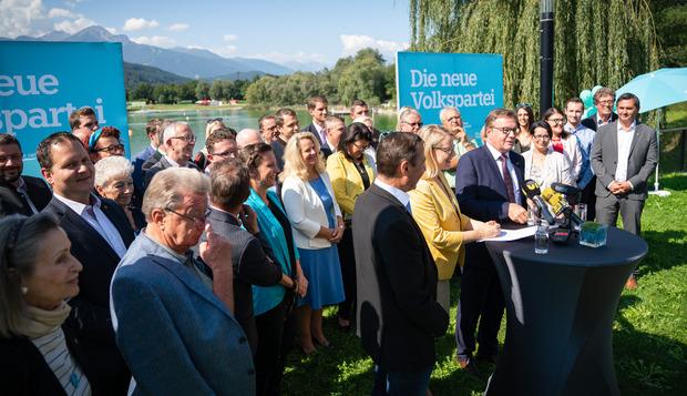 Die ÖVP will auf der Erfolgswelle schwimmen. Parteichef LH Platter und Spitzenkandidatin Margarete Schramböck peilen das sechste Mandat an.