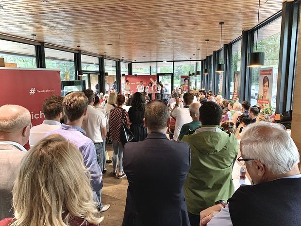Bundesgeschäftsführer Thomas Drozda, Spitzenkandidatin Selma Yildirim und Parteichef Georg Dornauer (v.l.) wollen die FPÖ in Tirol überholen.