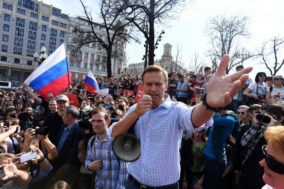 Alexej Nawalny auf einem Archivbild von einer Demonstration in Moskau im Mai.