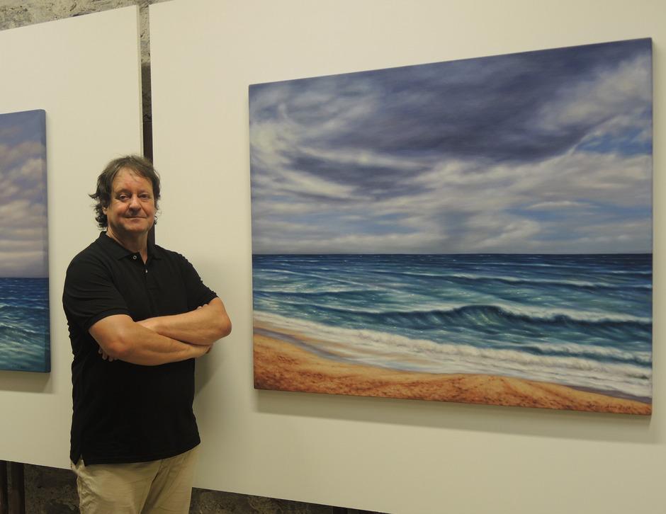 Der Künstler Roland Böck stellte sich der Herausforderung, die Magie des Atlantiks mit künstlerischen Mitteln einzufangen.