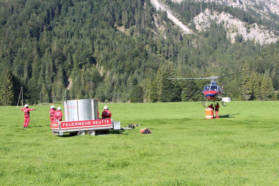 Auch der Hubschrauber des Innenministeriums war im Einsatz.