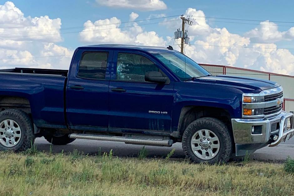 Einschusslöcher in einem Pick-up nach der Amokfahrt in Texas.