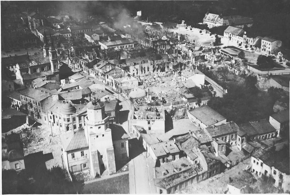 Blick auf Wielun am ersten Tag der Bombardements durch die deutsche Luftwaffe. Dieses Foto wurde von einem Flieger aus aufgenommen, der Urheber ist nicht bekannt.