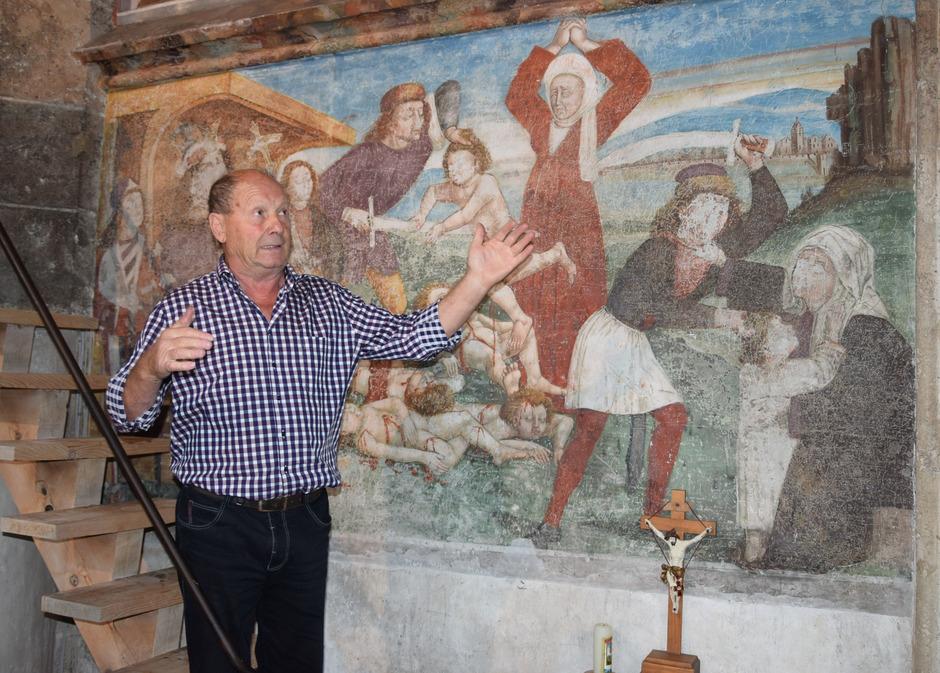 Der pensionierte Pädagoge Andreas Mair führt in den Sommermonaten durch die Wallfahrtskirche Maria Schnee in Obermauern.