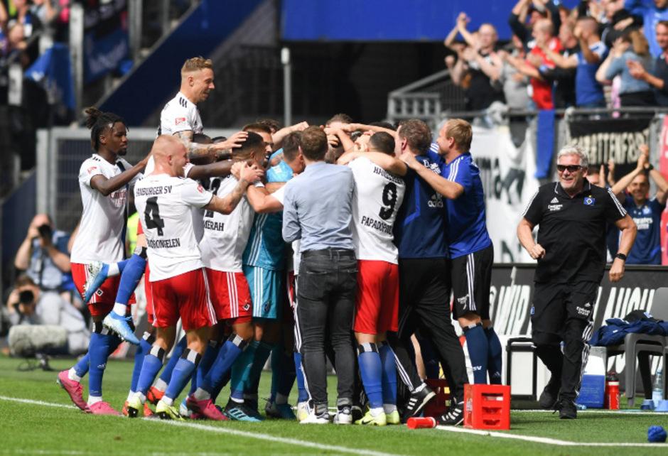 Beim Treffer zum 3:0 von Jatta brachen in Hamburg alle Dämme.