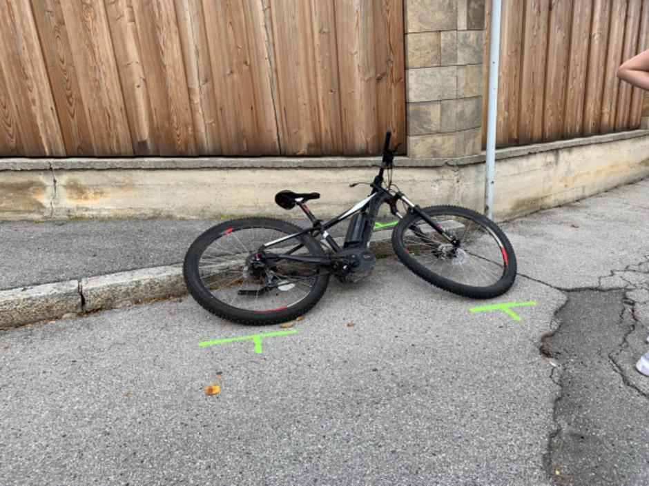 Das verbeulte E-Bike des Jugendlichen.