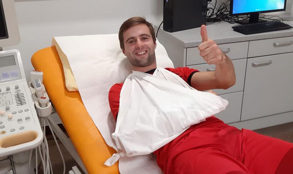 Andre Fasser freute sich trotz seiner Verletzung in der Notaufnahme über den ersten Saisonsieg.