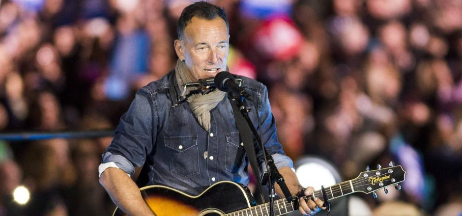 Die Gitarre umgehängt, ein vertontes Alltagsgeschichterl auf den Lippen. Bruce Springsteen, seit fast 50 Jahren im Musikgeschäft.