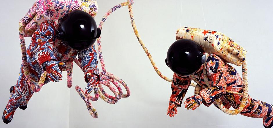 """""""Spacewalk"""", multimediale Installation von Yinka Shonibare, CBE aus dem Jahr 2002."""