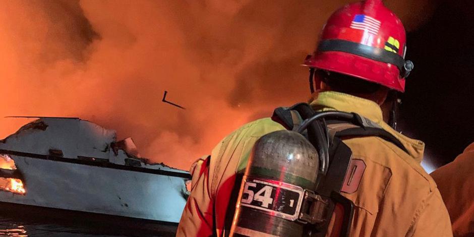 Vor der Küste des US-Staates Kalifornien ist ein Boot mit zahlreichen Menschen an Bord in Brand geraten.