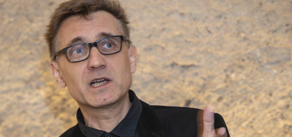Mark Andre, geboren 1964 in Paris, zählt zu den derzeit gefragtesten Komponisten Neuer Musik. Er lebt in Berlin und lehrt an der Musikhochschule Frankfurt und am Conservatoire de Strasbourg.