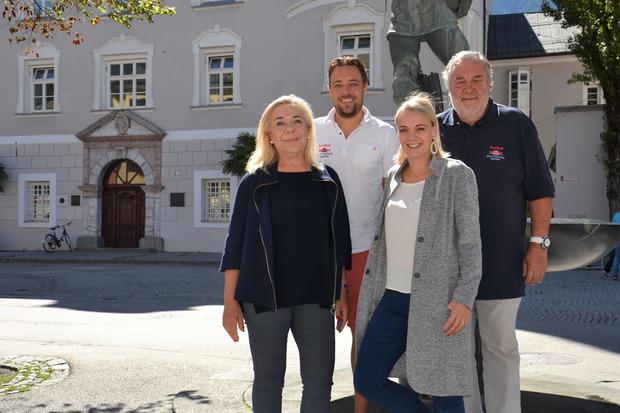 Die Dolomitenmann-Familie Grissmann hat alles im Griff: Sandra, Niki, Nina und Werner (v.l.) vor der Lienzer Liebburg.