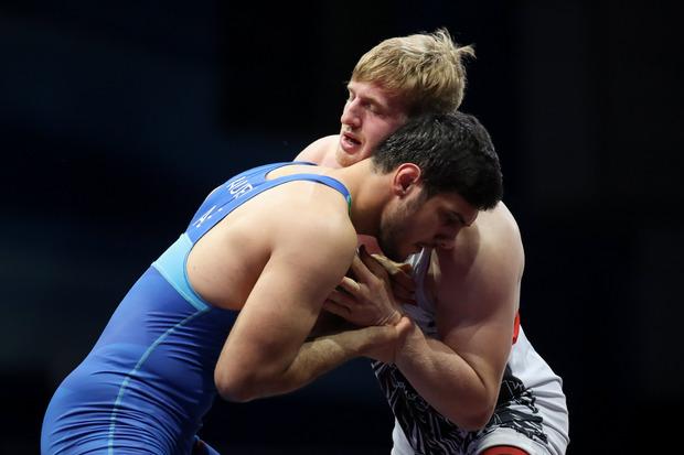 Ringer-Schwergewicht Daniel Gastl (bis 97 kg, hinten) kehrt nach zwei Saisonen in Deutschland zurück zum RSC Inzing.