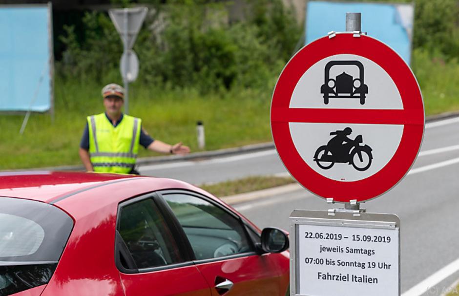 Die Fahrverbote auf den Durchzugsstraßen wird es auch im heurigen Winter geben.