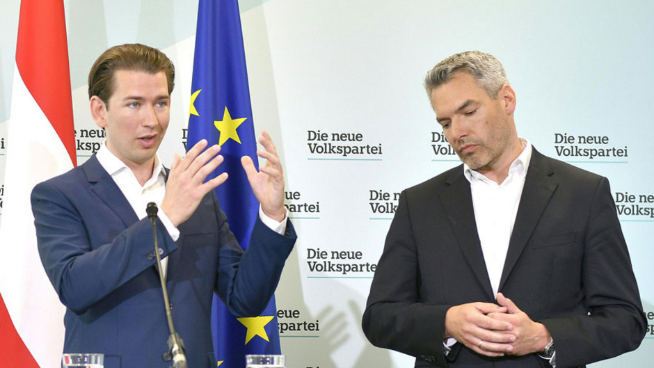 """ÖVP-Chef Sebastian Kurz und sein Generalsekretär Karl Nehammer orten """"unwahre Behauptungen"""" durch die Wochenzeitung """"Falter""""."""