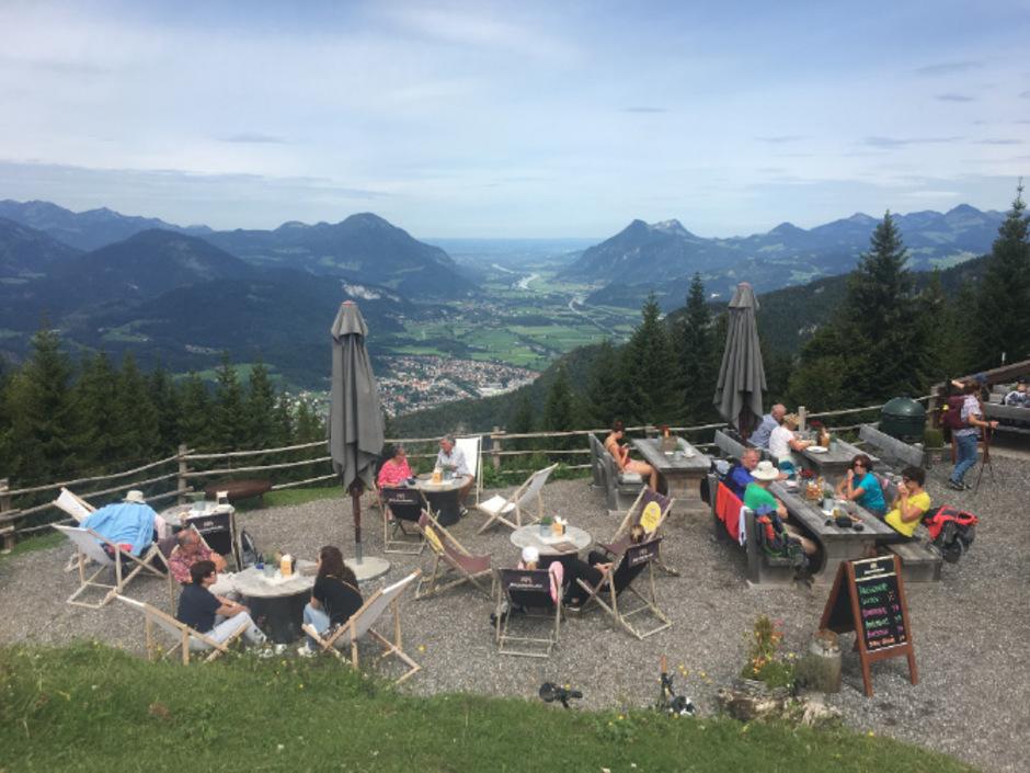 Das Weinbergerhaus oberhalb von Kufstein lockt mit traumhaften Ausblicken.