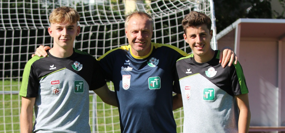 Weiß, wie es ist, sich als Talent ans Profigeschäft heranzutasten - WSG-Coach Silberberger begrüßte Felix Kerber (l.) und Kilian Bauernfeind.