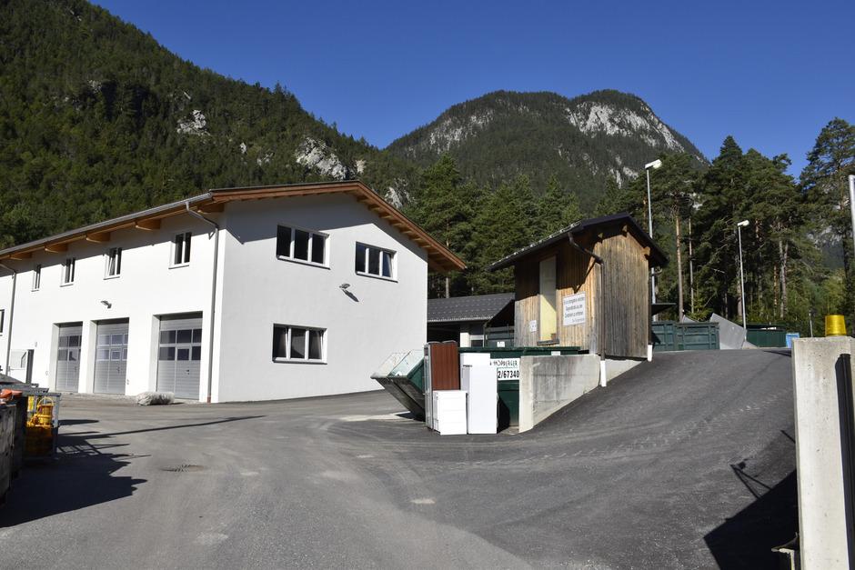 Fast 900.000 Euro hatte die Gemeinde eigentlich für die letzten Arbeiten – die Überdachung – am Recyclinghof vorgesehen. Die Gemeinderäte fühlten sich am Dienstagabend aber über die Posten nicht informiert.