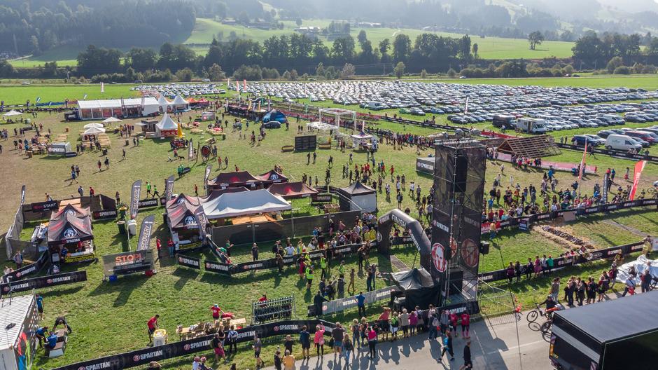 Das Spartan Race in Oberndorf hat sich zu einer riesigen Veranstaltung entwickelt. Mehr als 10.000 Teilnehmer werden erwartet.