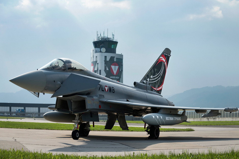Ein Eurofighter des Bundesheeres mit Sonderlackierung am Fliegerhorst Zeltweg: Die Zukunft der Luftraumüberwachung ist offen.