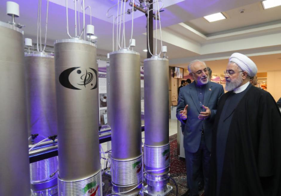 Irans Präsident Hassan Rouhani (r.) mit dem Chef der Atombehörde.