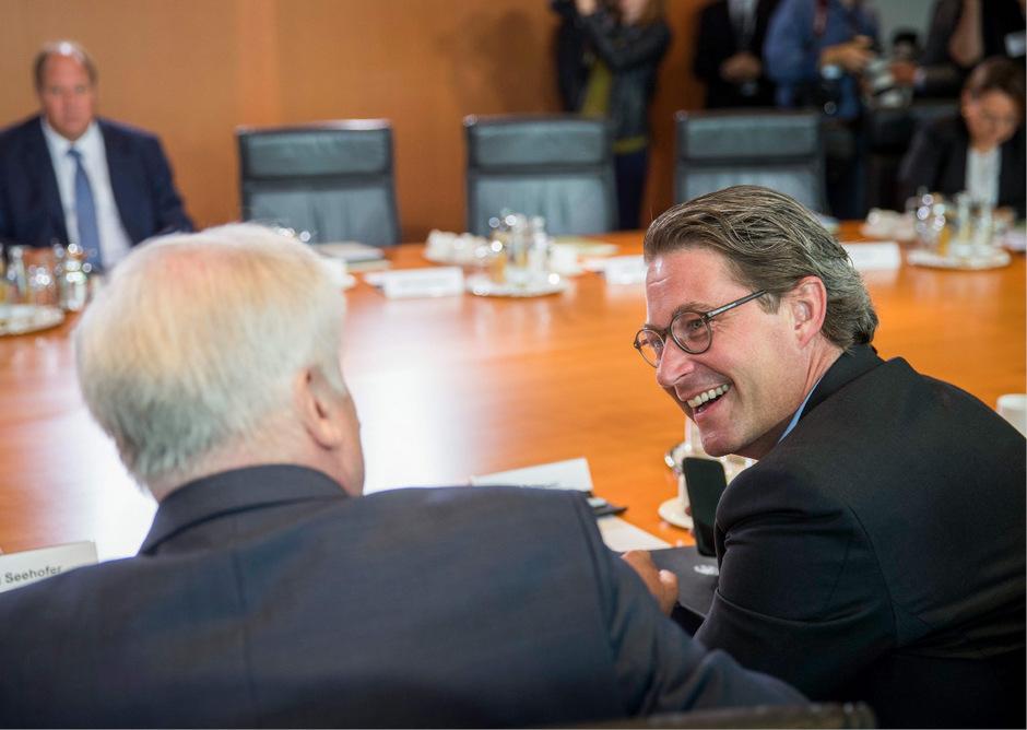 Der deutsche Verkehrsminister Andreas Scheuer im Gespräch mit Innenminister Horst Seehofer (beide CSU).