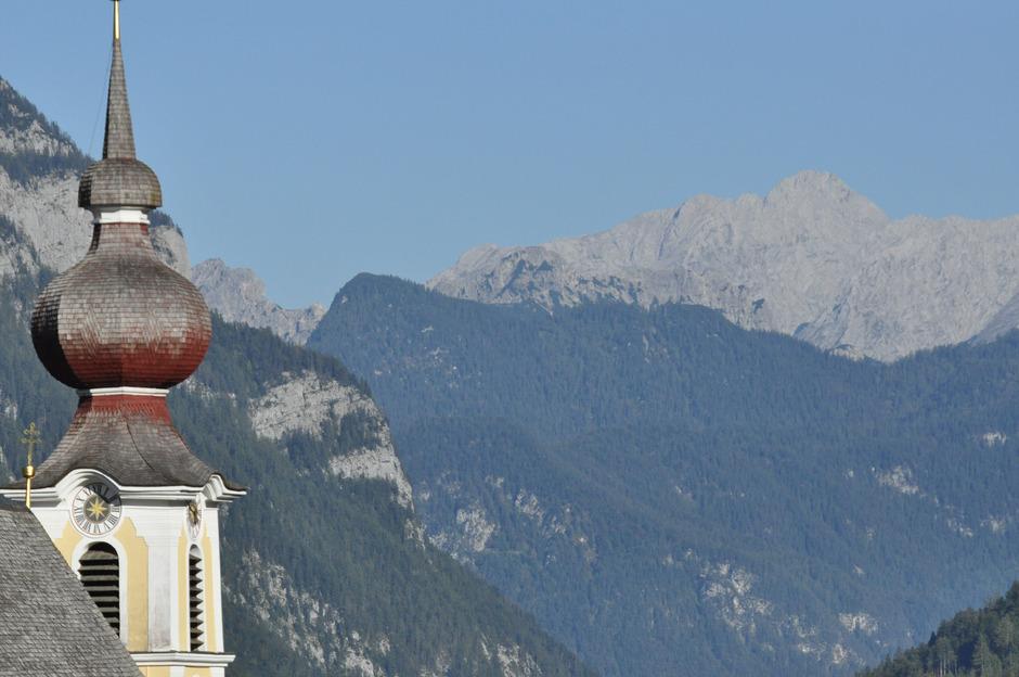 Das Glockengießen hat in Waidring eine lange Tradition: im Bild der Glockenturm der Kirche.