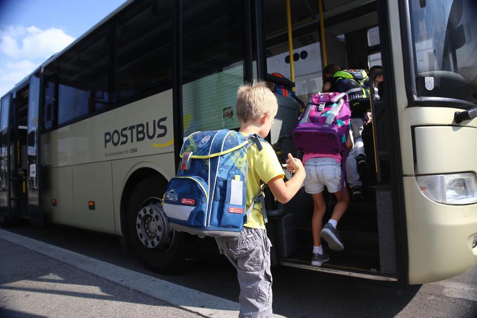Für viele Kinder beginnt der Schultag mit einer Fahrt in einem der Postbusse.