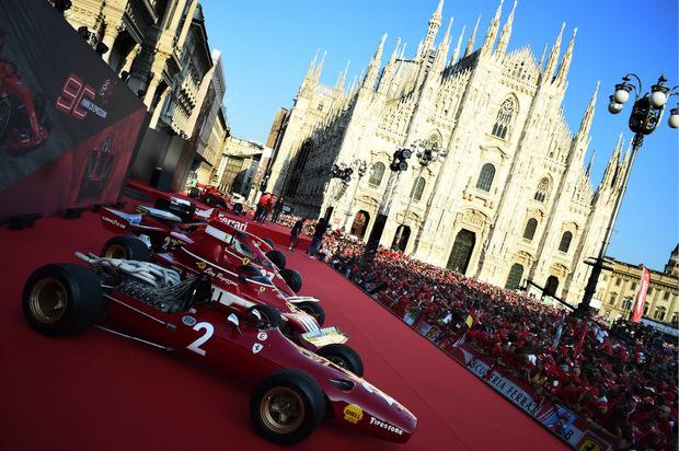 Ferrari ist in Italien Religion. Zehntausende Motorsport-Fans kamen zum Gratulieren.