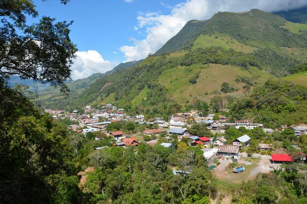 Pozuzo, 1000 Einwohner, Hauptort im gleichnamigen Distrikt Perus, liegt in 750m Seehöhe am Ostrand der Anden.