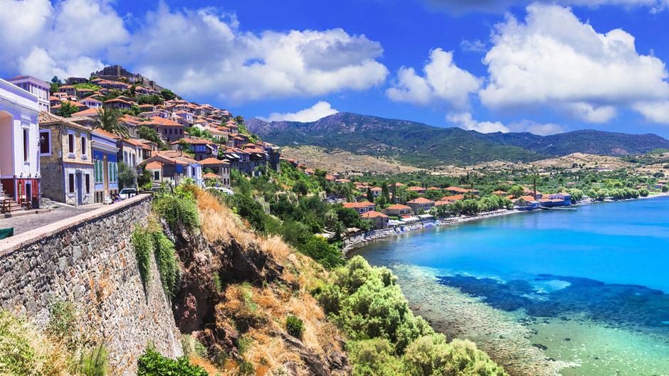 Im Norden von Lesbos liegt die Stadt Molivos, das touristische Zentrum von Lesbos.