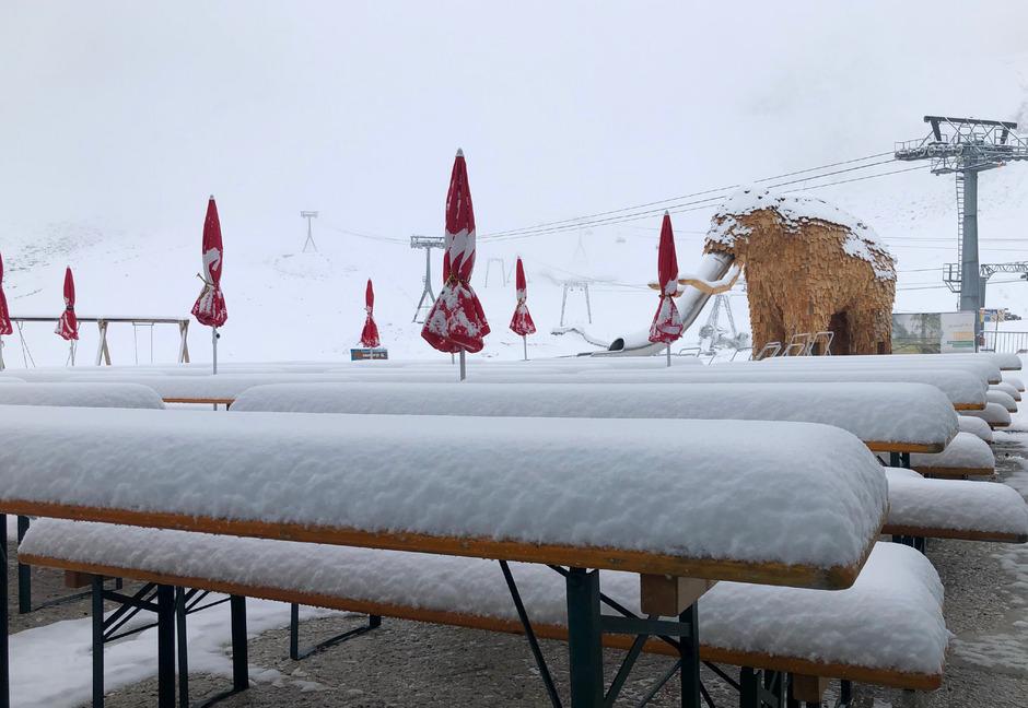 Am Stubauer Gletscher hat's bereits ordentlich geschneit. Am Wochenende sollen noch einige Zentimeter Neuschnee dazukommen.