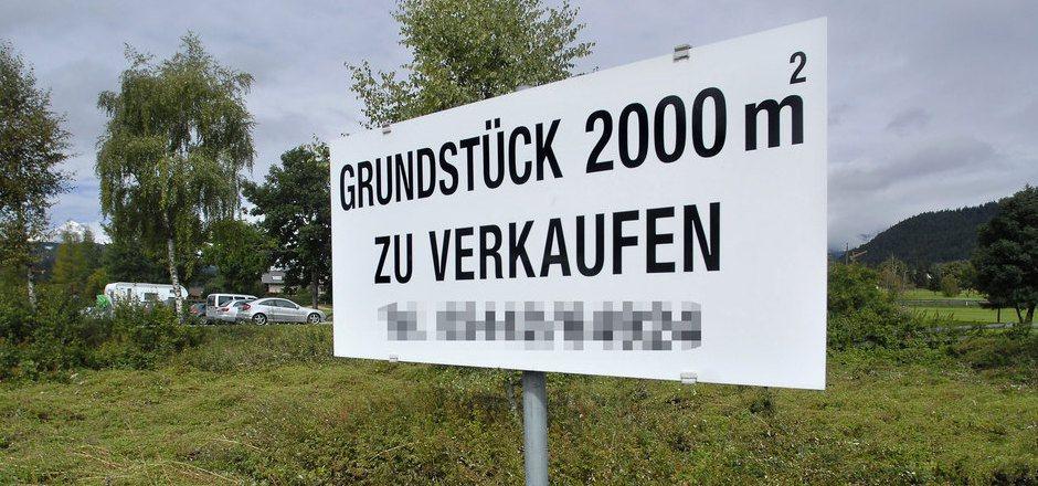 Zu viel Bauland wird in Tirol gehortet, zu wenig verkauft. Das Nachbar-Bundesland Kärnten schlägt jetzt einen rigiden Weg mit Rückwidmungen ein