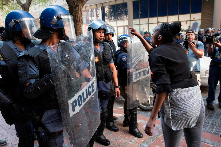 Seit Tagen protestieren Frauen in Südafrika für die Wiedereinführung der Todesstrafe.