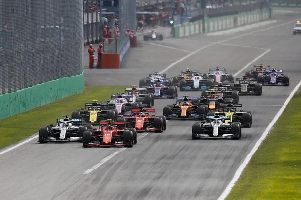 Ferrari-Pilot Charles Leclerc behauptete am Start seine Spitzenposition.